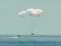 Crew Dragon с двумя астронавтами успешно вернулся на Землю с МКС (ВИДЕО)