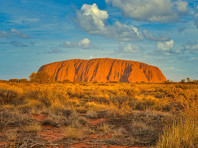 Власти Австралии потребовали от Google удалить из сервиса Карты фотографии священной для аборигенов скалы Улуру