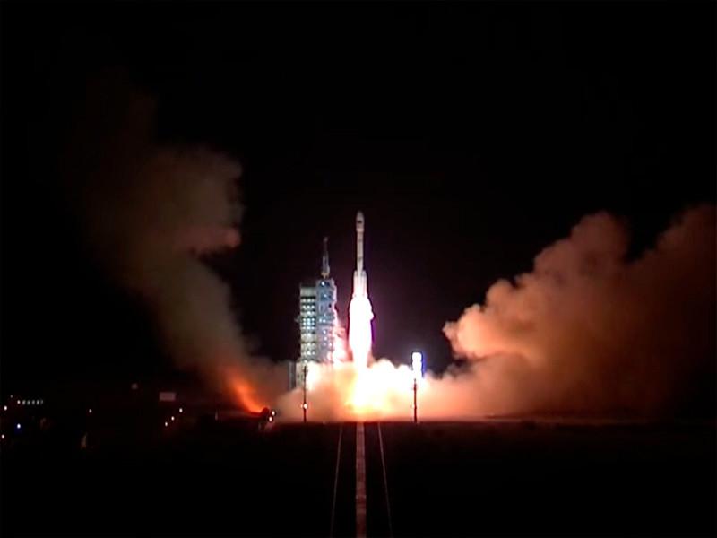 Секретный космический аппарат Китая вернулся на Землю через два дня после запуска