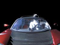 Красный Tesla Roadster Илона Маска пролетел вблизи Марса