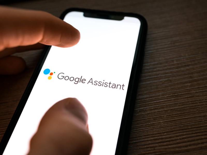Голосовой помощник Google Assistant для смартфонов на Android и iOS научился распознавать песни по напетому пользователем мотиву или по свисту, тогда как ранее для распознавания ассистенту требовалась запись песни