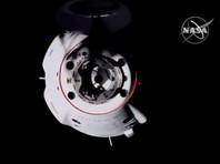 Crew Dragon приблизился к МКС после 5 часов по Москве и начал выполнять необходимые для автоматической стыковки маневры