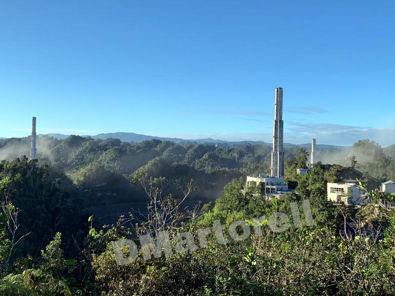 Платформа расположенного в Пуэрто-Рико радиотелескопа Аресибо обрушилась на отражатель, что привело к полному разрушению телескопа. Об этом в сообщила в своем микроблоге в Twitter сотрудник Американского метеорологического общества Дебора Марторелл