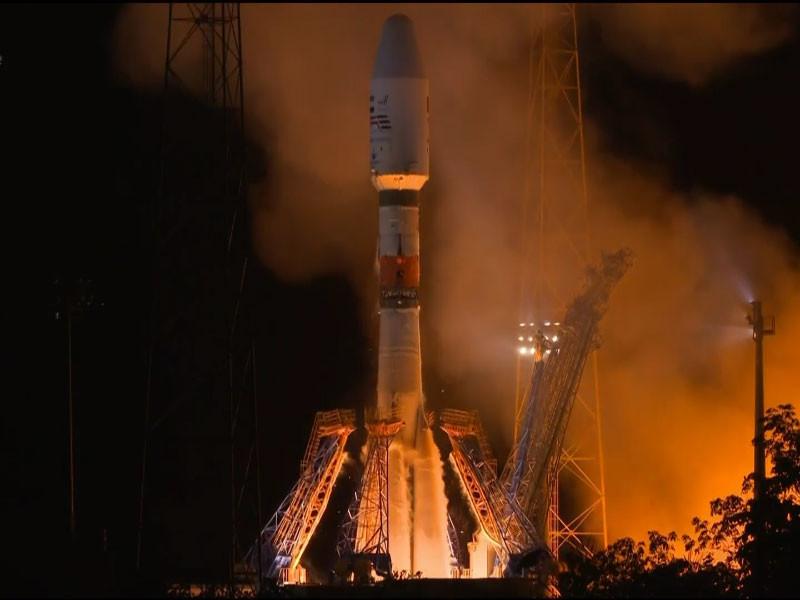 """В ночь на 2 декабря оператор пусковых услуг Arianespace успешно запустил ракету-носитель """"Союз-СТ-А"""", которая вывела на орбиту спутник Falcon Eye по заказу Объединенных Арабских Эмиратов"""
