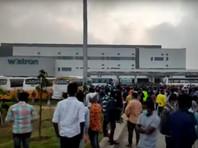 Недовольные сокращением зарплаты рабочие разгромили фабрику по производству iPhone в Индии