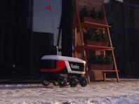 """Роботы-курьеры """"Яндекса"""" начали доставлять заказы из ресторанов в центре Москвы (ВИДЕО)"""