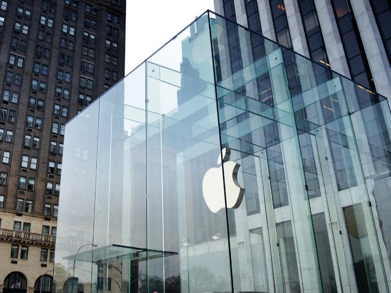 Apple впервые в истории заработала больше 100 млрд долларов за квартал