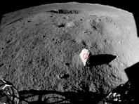 """Китайский луноход обнаружил на обратной стороне Луны """"придорожный камень"""" (ФОТО)"""