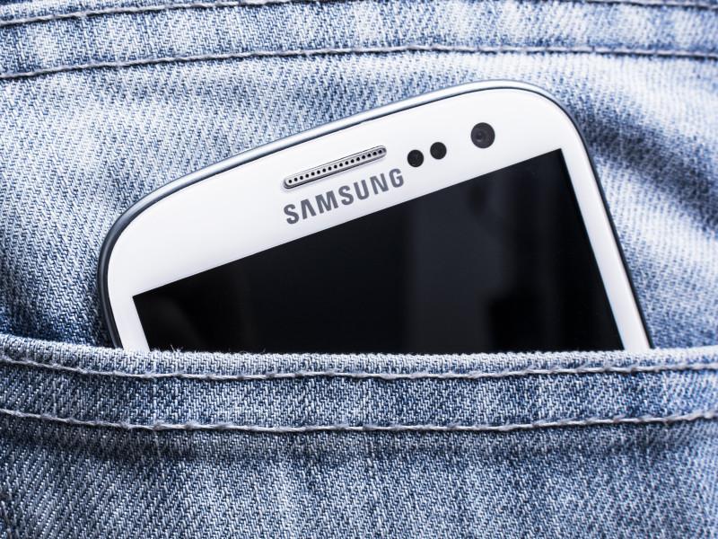 """Российские пользователи смартфонов Samsung пожаловались на появление на устройствах неудаляемых приложений """"Яндекса"""""""