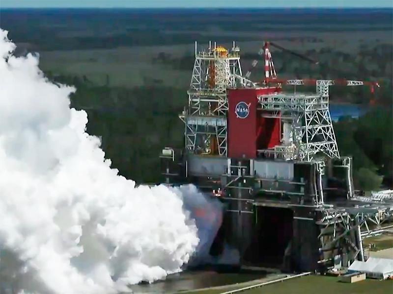 В NASA успешно испытали двигатели первой ступени сверхтяжелой ракеты SLS