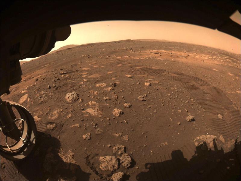 Ровер Perseverance совершил первую поездку по Марсу