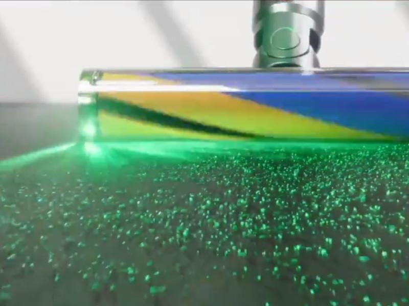 Компания Dyson представила пылесос, подсвечивающий частицы пыли лазером