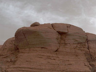 Марсоход Curiosity запечатлел редкие марсианские облака (ФОТО)