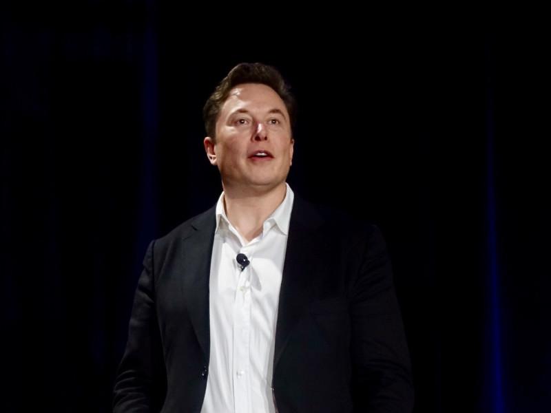 Илон Маск открыл завод Tesla в Калифорнии, несмотря на запрет местных властей