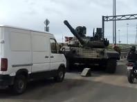 В Петербурге на дорогу уронили танк (ВИДЕО)