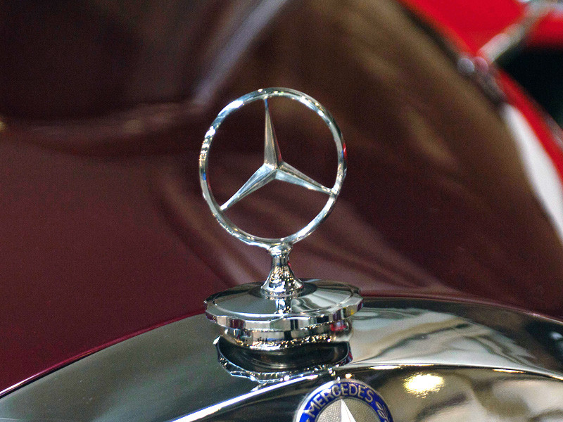 Власти Южной Кореи оштрафуют южнокорейское подразделение компании Mercedes-Benz на 64,3 млн долларов за фальсификацию данных о выбросах вредных веществ двигателями ряда дизельных автомобилей компании