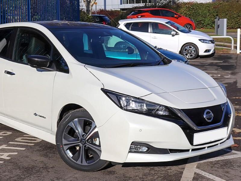 Две трети проданных машин пришлись на электрокары Nissan Leaf. Также покупатели приобрели три Tesla Model X и два Jaguar I-Pace. Три электромобиля купили в Москве, два - в Иркутской области, а оставшиеся 10 машин были куплены в 10-ти регионах