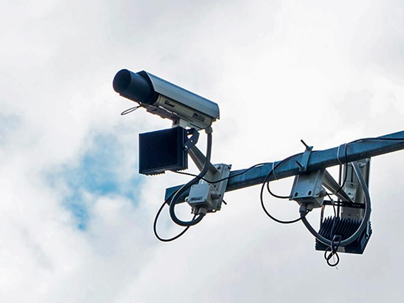 В Астраханской области водитель украл дорожную камеру, ловившую его на превышении скорости