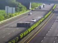 На Тайване Tesla с включенным автопилотом врезалась в перевернутый грузовик (ВИДЕО)