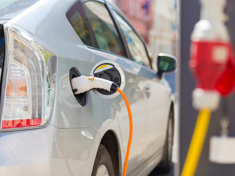Власти Германии обяжут все заправки установить оборудование для зарядки электромобилей