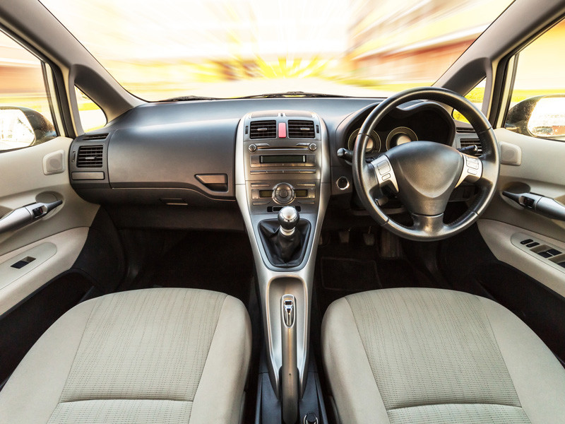 С 1 июля в России введен частичный запрет на ввоз и постановку на учет праворульных авто
