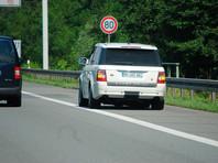В Эстонии превысившим скорость водителям предложат 45 минут постоять на обочине
