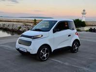 Создатели российского электромобиля Zetta опубликовали в Instagram несколько фотографий и один видеоролик, на котором запечатлен предсерийный образец электрокара