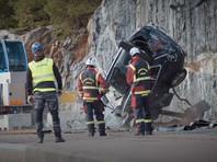 Volvo сбросила 10 новых машин с 30-метровой высоты (ВИДЕО)