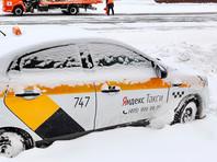 Столичные власти заявили о трехкратном росте цен на такси во время снегопада. Агрегаторы объяснили это ростом спроса и нехваткой таксистов