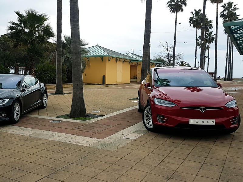Tesla отзовет более 134 тыс машин с неисправными сенсорными экранами