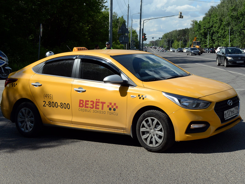"""Покупка компанией """"Яндекс.Такси"""" части активов агрегатора """"Везет"""" может негативно отразиться на конкуренции, но не подпадает под регулирование Федеральной антимонопольной службы"""
