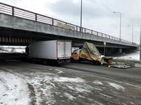 """В Санкт-Петербурге на два месяца перекроют проезд под """"мостом глупости"""""""