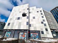 Автомобиль Porsche Macan пробил стену многоуровневой парковки в Москве (ФОТО)