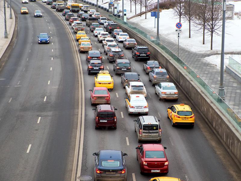 """Платформа """"Автодата"""" будет собирать данные о скорости и местоположении всех автомобилей в России"""