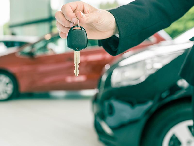 Продажи машин в России в марте упали на 5,7%