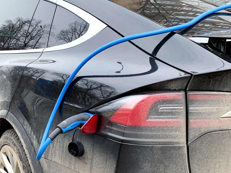 В Москве установят 50 мощных зарядных станций для электромобилей