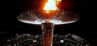 На главном стадионе Олимпиады-2000 зажжен олимпийский огонь