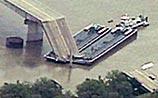 В Оклахоме баржа протаранила два моста