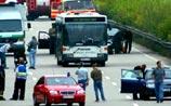 Террорист, угнавший автобус c заложниками в Германии, сдался полиции. ФОТО