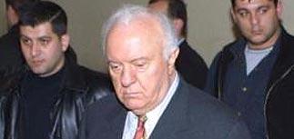 Эдуард Шеварднадзе ушел в отставку