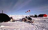 В Арктике на дрейфующей станции тонут 12 российских полярников