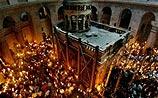 Тысячи христиан встретили благодатный огонь в Иерусалиме