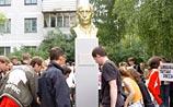 В Пскове открыли первый памятник Владимиру Путину