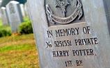 Могила Гарри Поттера в Израиле привлекает толпы фанатов