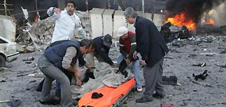При взрыве у отеля в Бейруте убиты экс-премьер и два экс-министра Ливана
