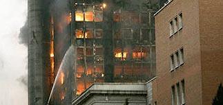 В Мадриде сгорел и частично обрушился небоскреб