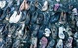 На окраине Беслана найдены обувь и одежда убитых детей (ФОТО)