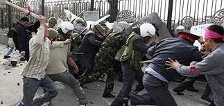Акаев бежал в Казахстан. Назначен новый президент