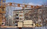 В Новосибирске на жилой дом упал башенный кран