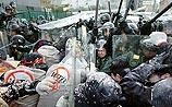 Антиглобалистам не удалось сорвать форум ВТО - сотни задержанных